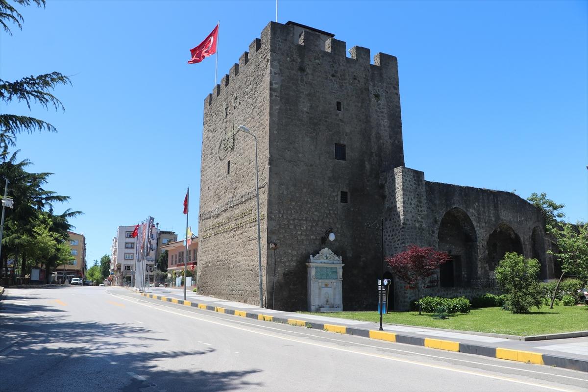 Trabzon'da sokağa çıkma kısıtlamasının dördüncü gününde de sokaklar boş kaldı