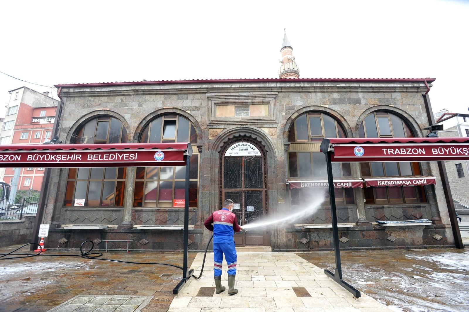 Trabzon'da Cuma namazı kılınacak yerler belli oldu