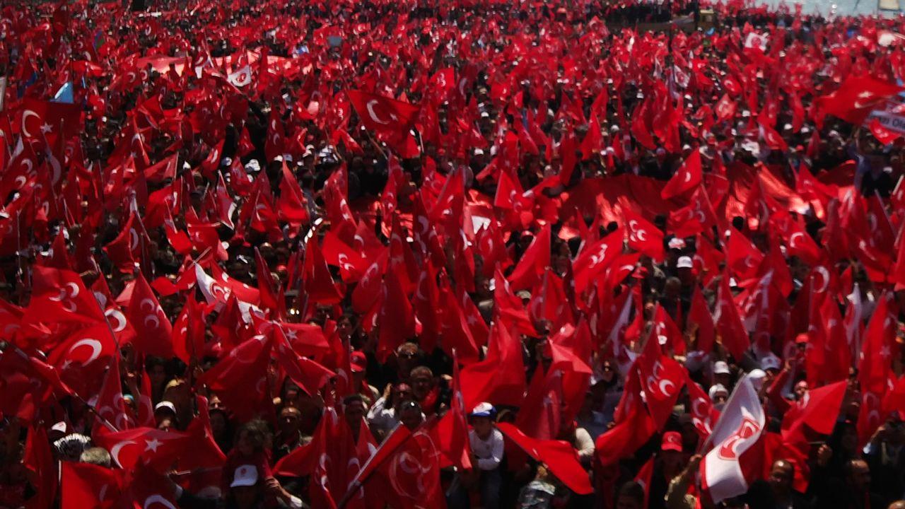 Trabzon'da 19 Mayıs için 5 bin Türk bayrağı dağıtıldı