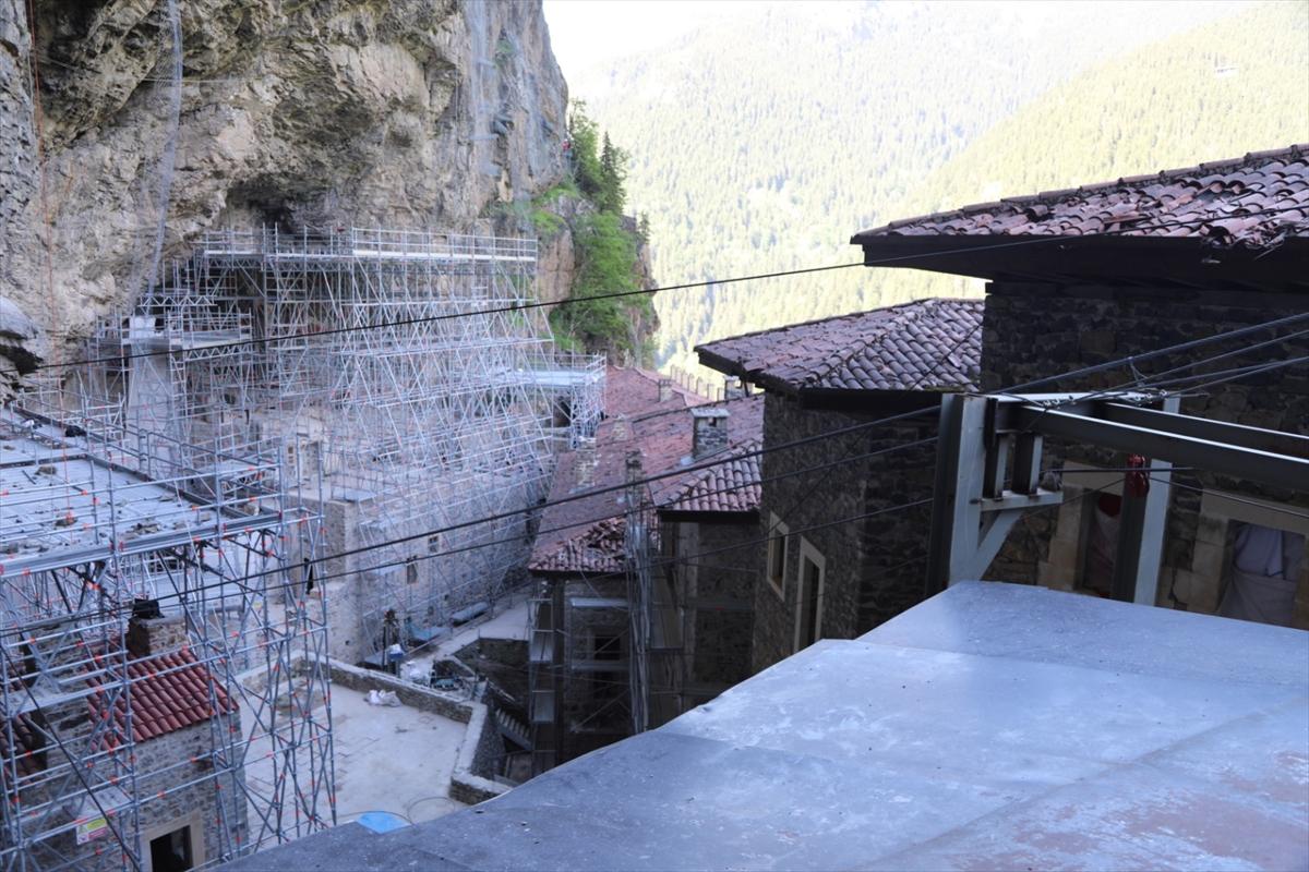 Sümela Manastırı, açılan ilk kısmıyla yeniden ziyaretçilerini ağırlıyor