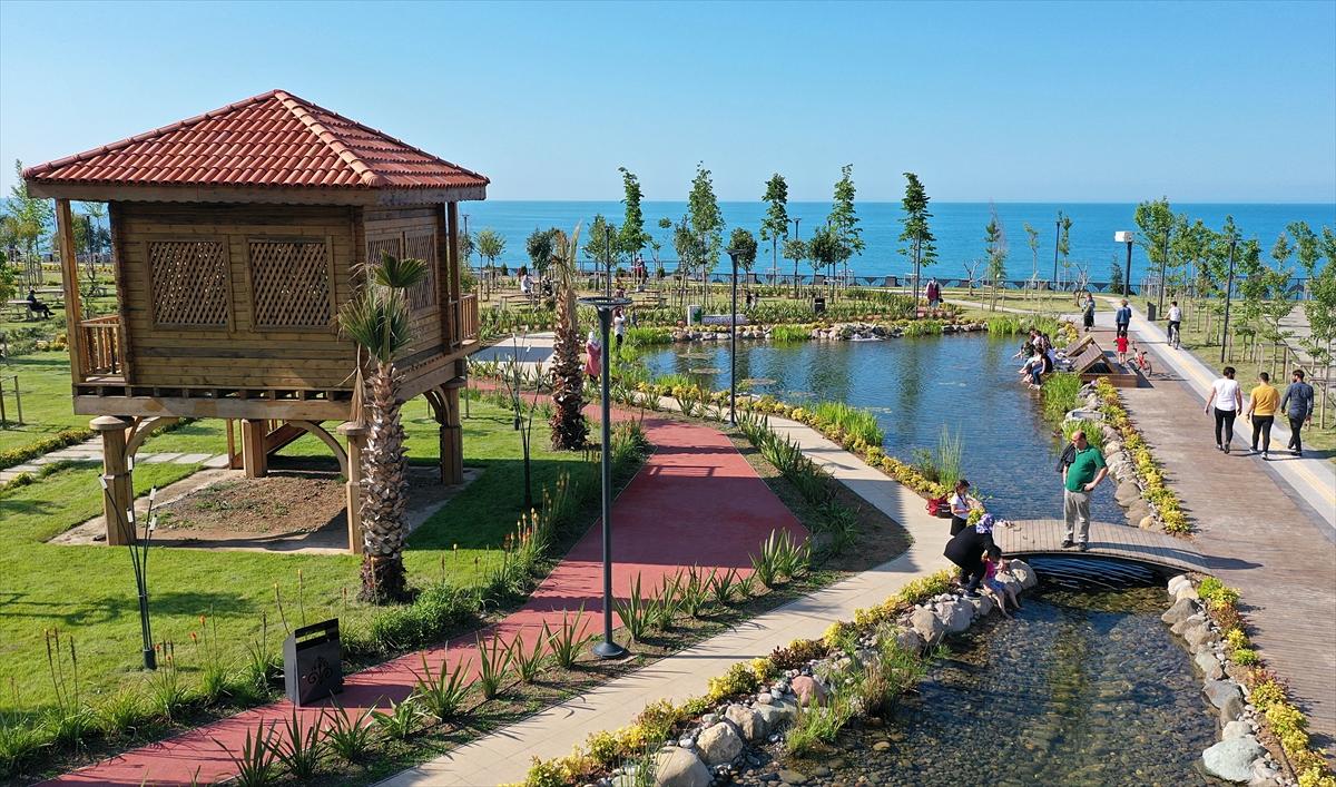 """Trabzon'da Karadeniz manzaralı """"Millet Bahçesi"""" vatandaşın beğenisini topladı"""