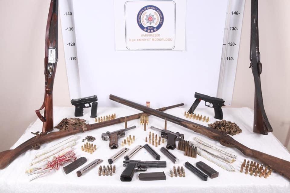Trabzon'da 7 ayrı adrese kaçak silah operasyonu