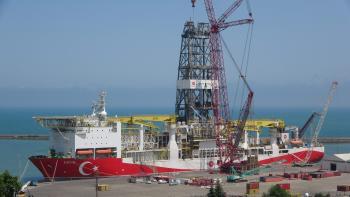 Fatih Sondaj Gemisi'nde kulelerin montajı beklenenden hızlı oldu, son kule de yerine yerleştirildi