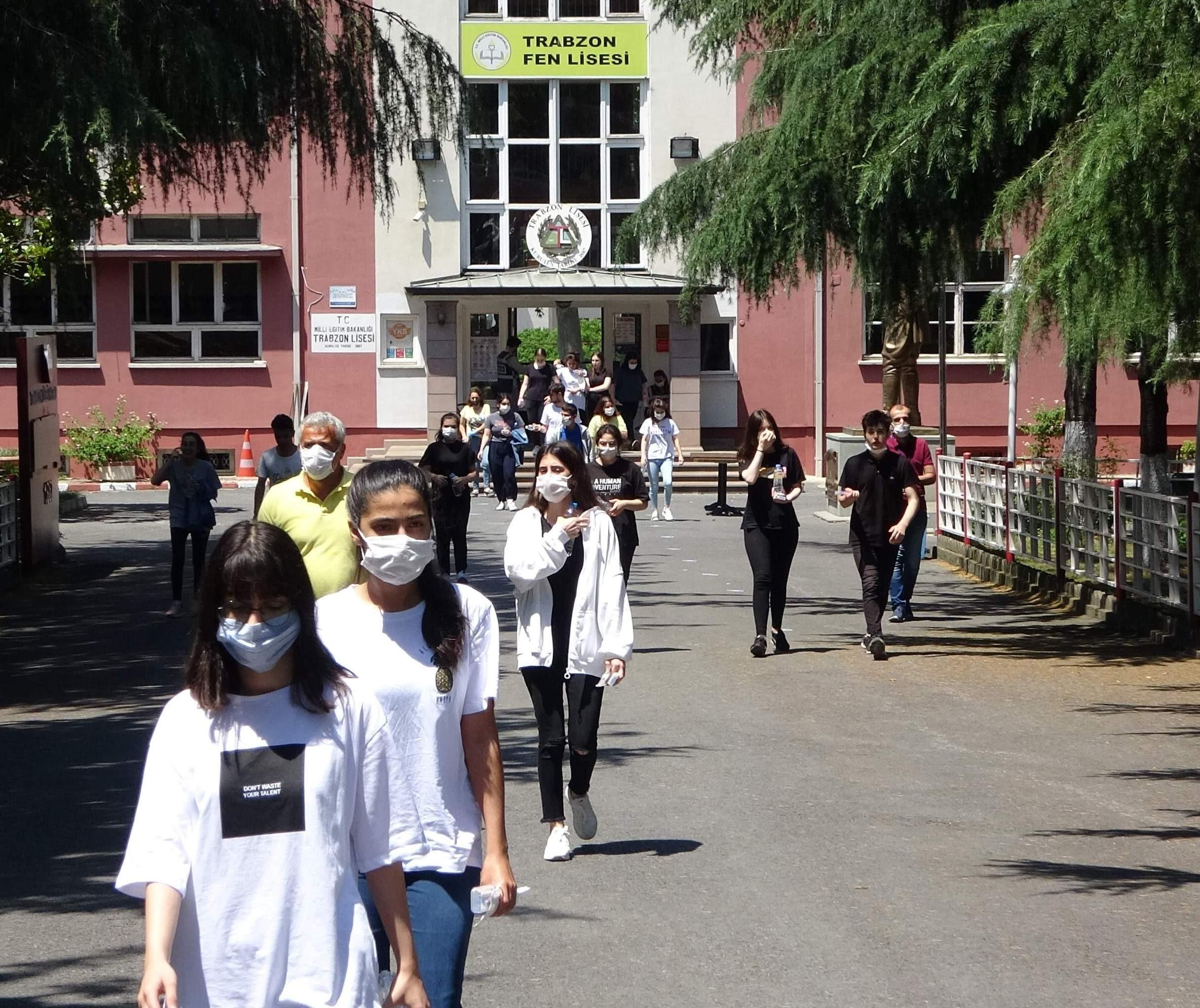 Trabzon'da yaklaşık 25 bin öğrenci YKS için ter döktü