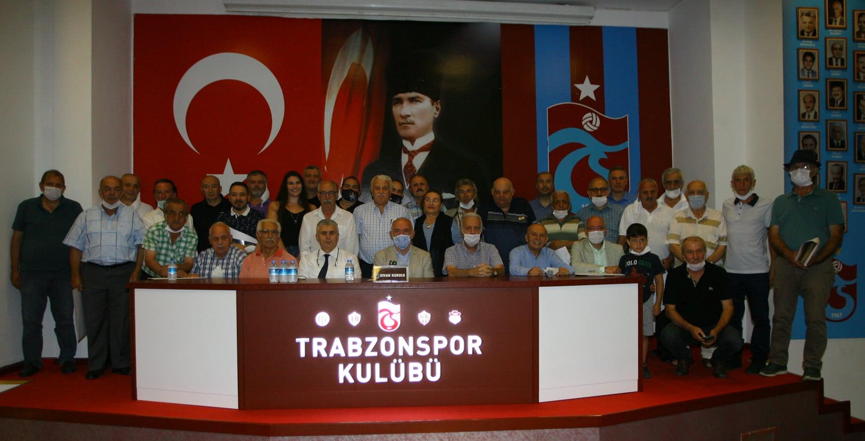 Trabzonspor'da 25 yıllık üyelik süresini dolduran 64 kişiye belge verildi