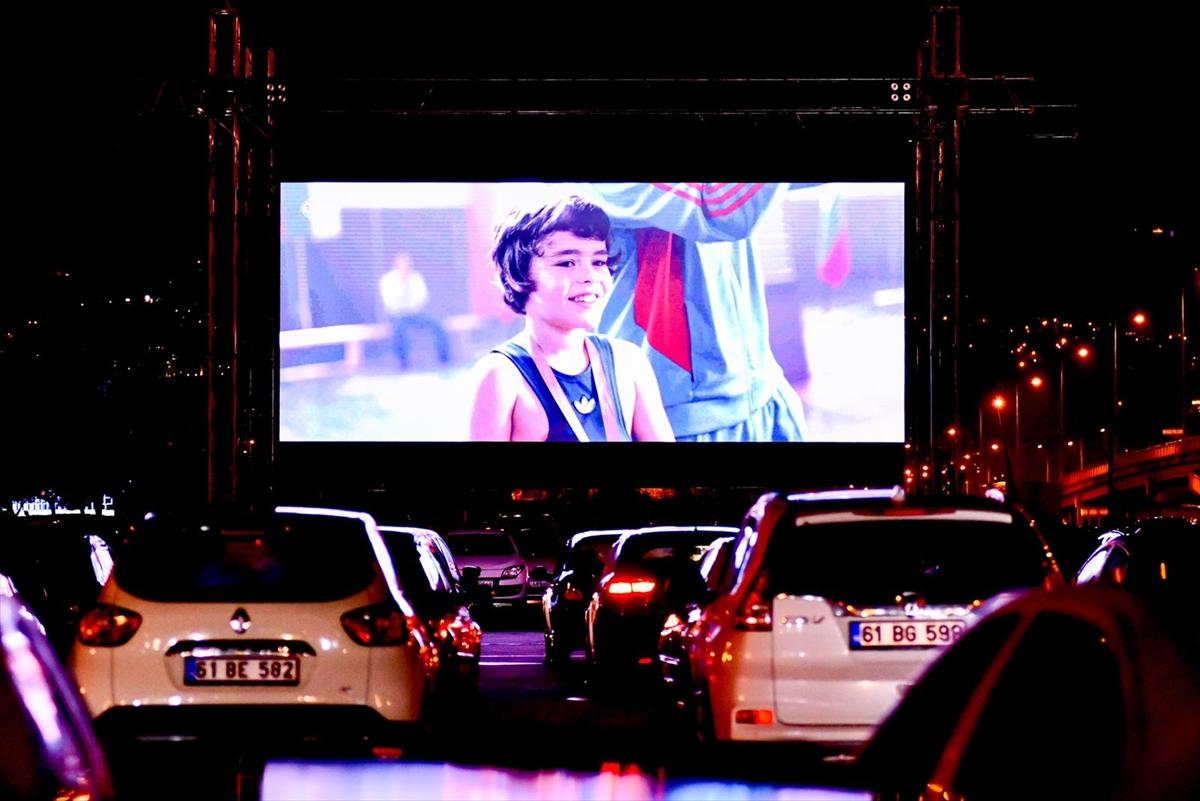 """Trabzon'da """"arabalı sinema"""" etkinliği"""