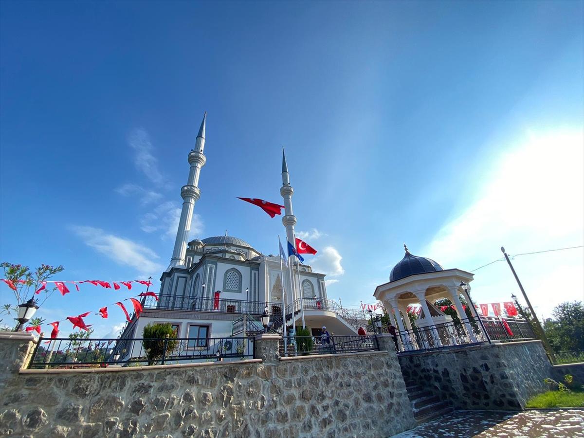 Trabzon'da Sultan Alparslan Çilekli Cami açıldı