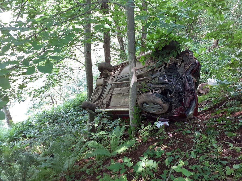 Hafif ticari araç uçuruma yuvarlandı: 6 yaralı