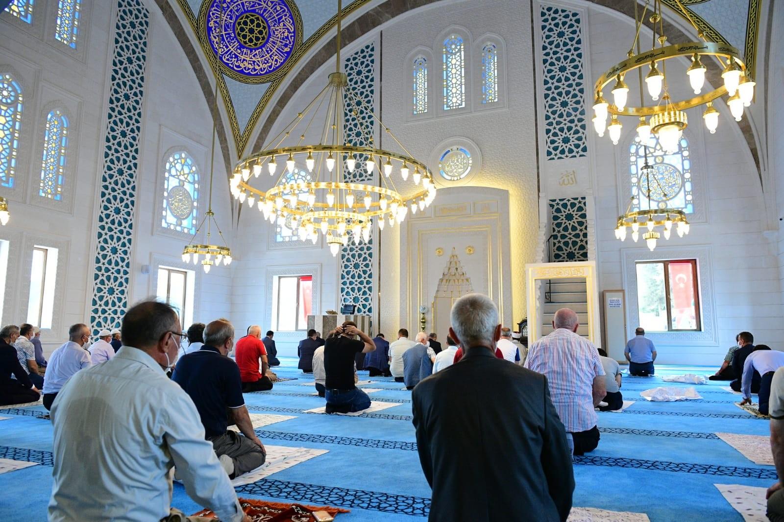 Sultan Alparslan Camii ibadete açıldı
