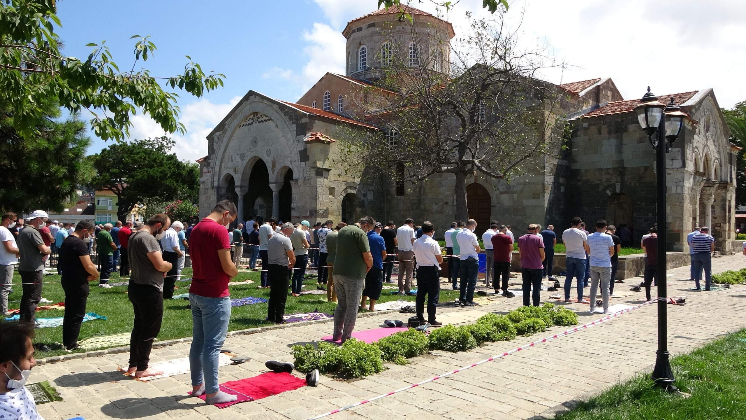 Trabzonlular Ayasofya'ya klasik mihrap ve camilere asılan hat takımı istiyor