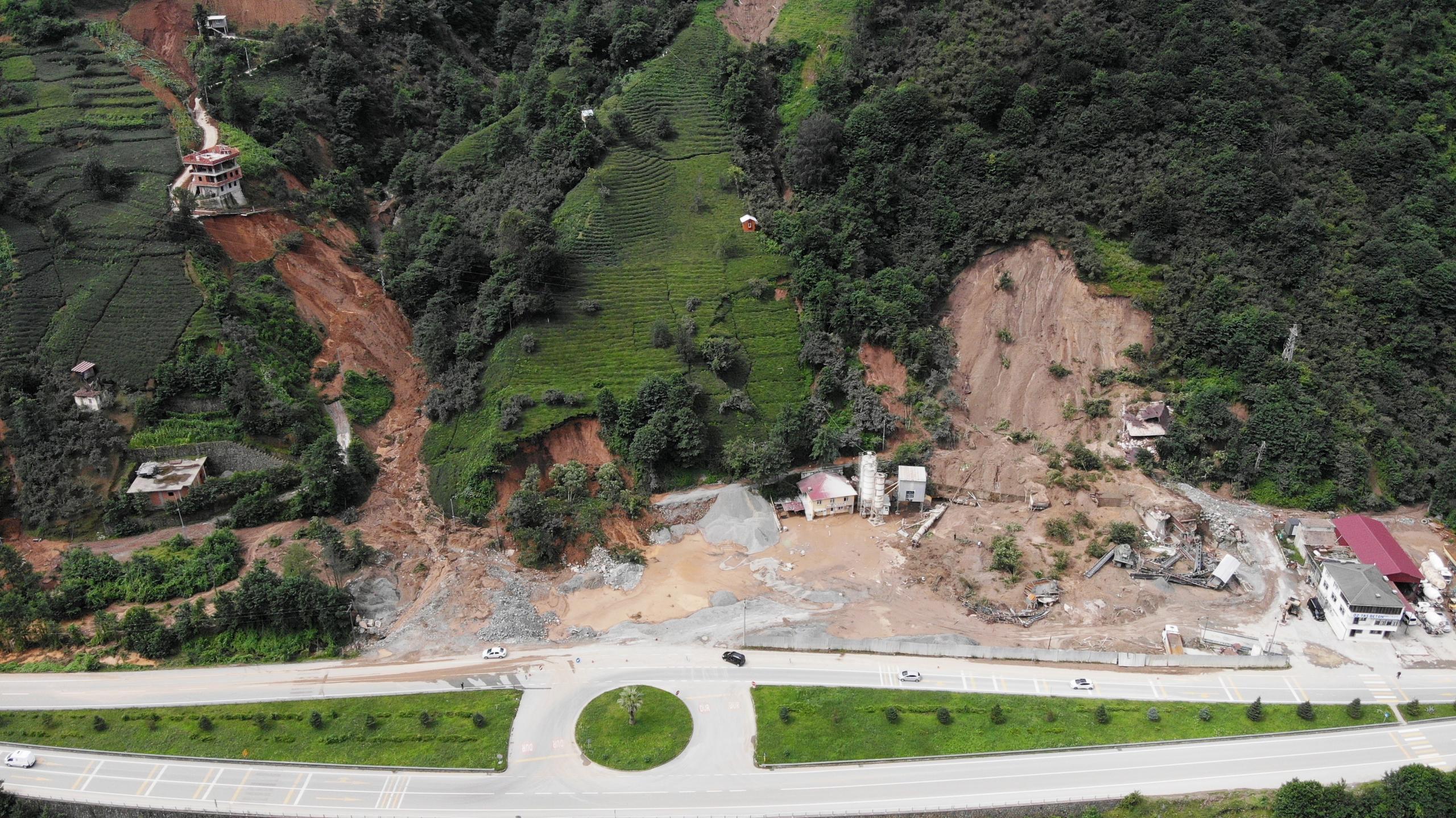 Trabzon'un Of ve Hayrat ilçelerindeki selden en fazla zararı çay bahçeleri gördü