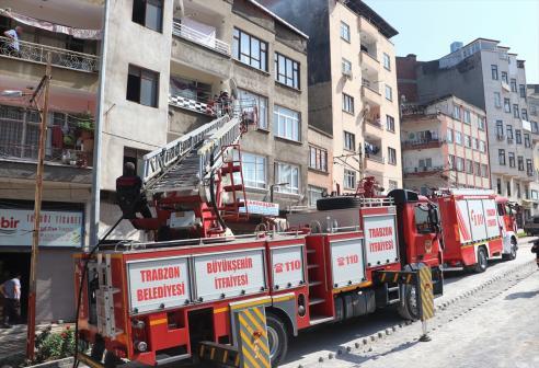 Trabzon'da elektrik panosunda çıkan yangında 3 kişi dumandan etkilendi