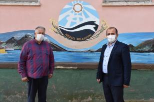 Arsin'de, ablasının anısını mahallelerin duvarlarına yaptığı resimlerle yaşatıyor