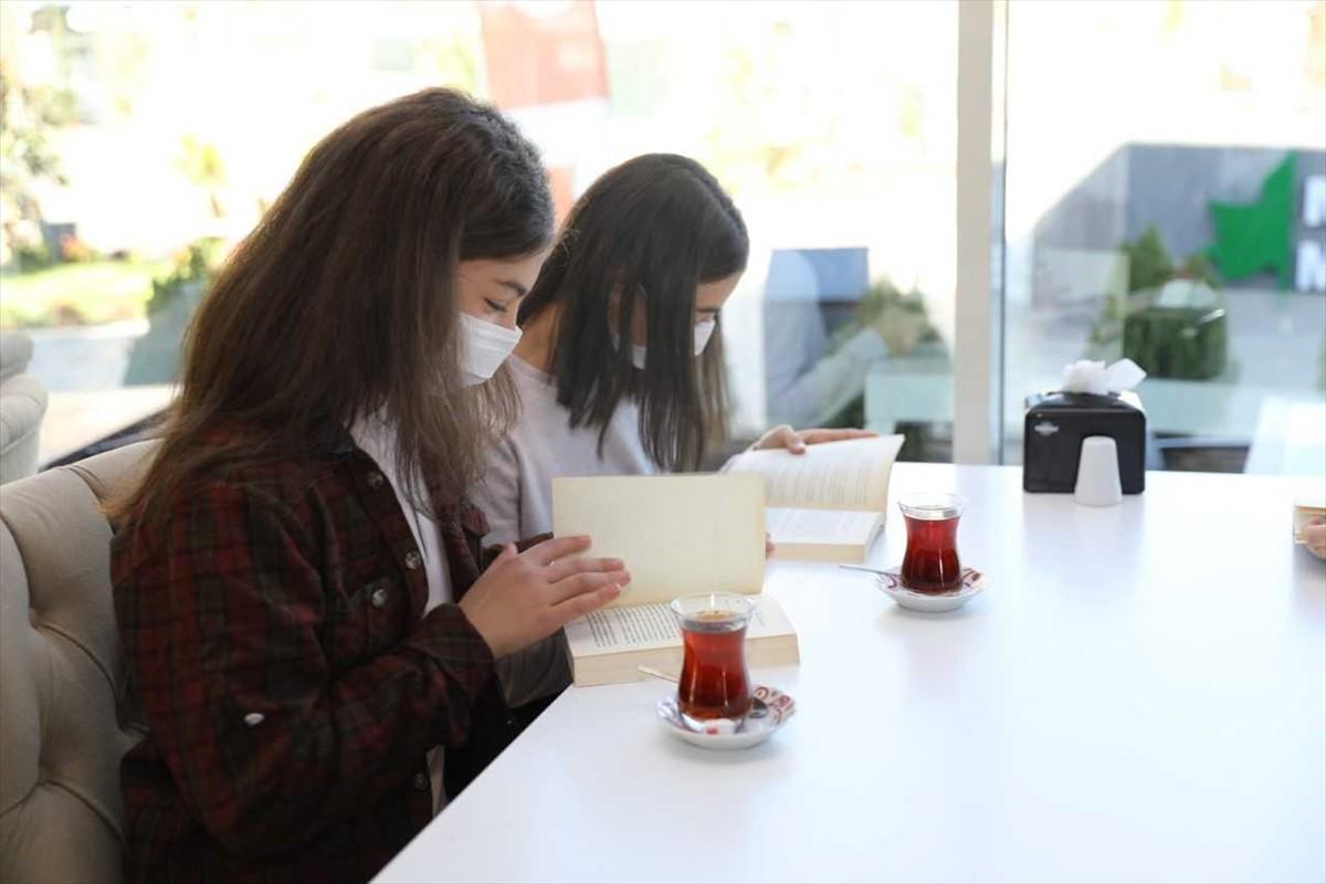 Akçaabat Millet Bahçesi'ndeki kütüphane hizmete açıldı