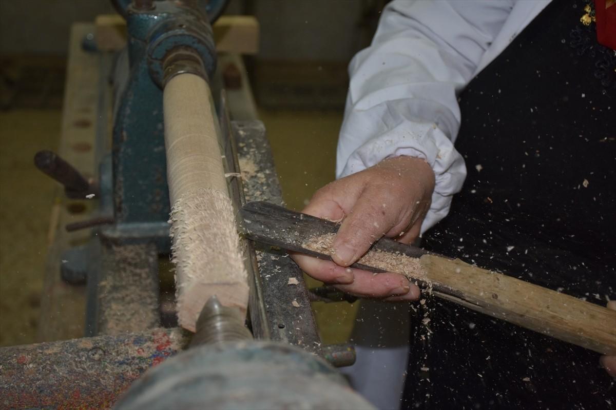 Trabzon'da kursiyerler tahta parçalarından çeşitli ürünler yapıyor