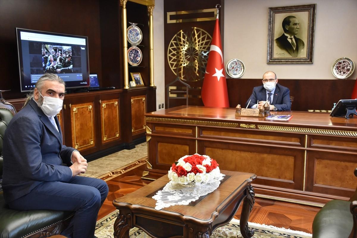 """Trabzon Valisi İsmail Ustaoğlu, AA'nın """"Yılın Fotoğrafları"""" oylamasına katıldı"""
