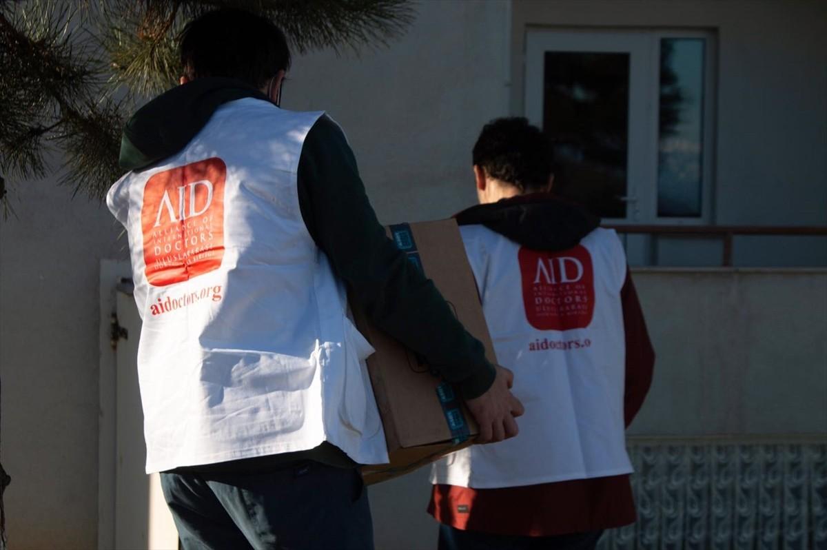 Trabzon İHH ve AİD'den ihtiyaç sahiplerine yardım