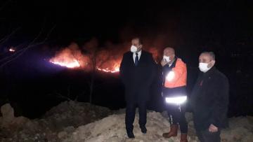 Trabzon'da örtü yangınına müdahale ediliyor