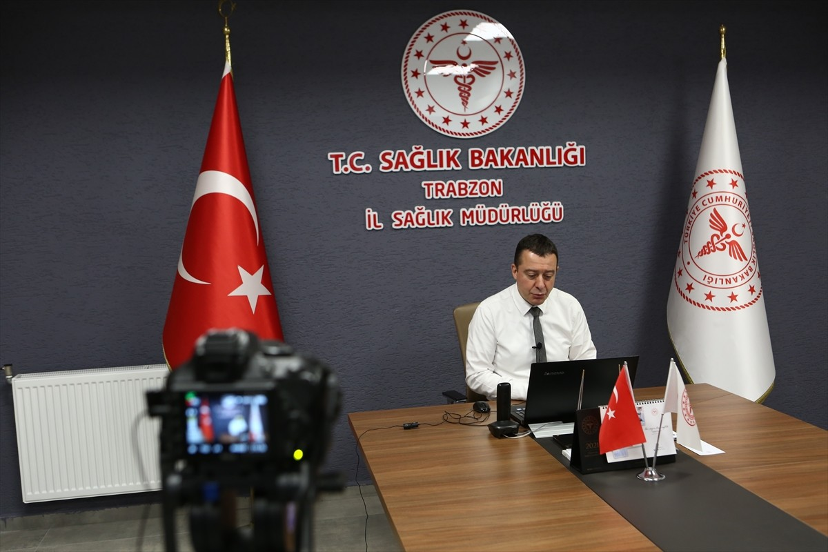 """Trabzon'da sağlık çalışanlarının moral ve motivasyonu """"açık kürsü"""" uygulamasıyla artırılıyor"""