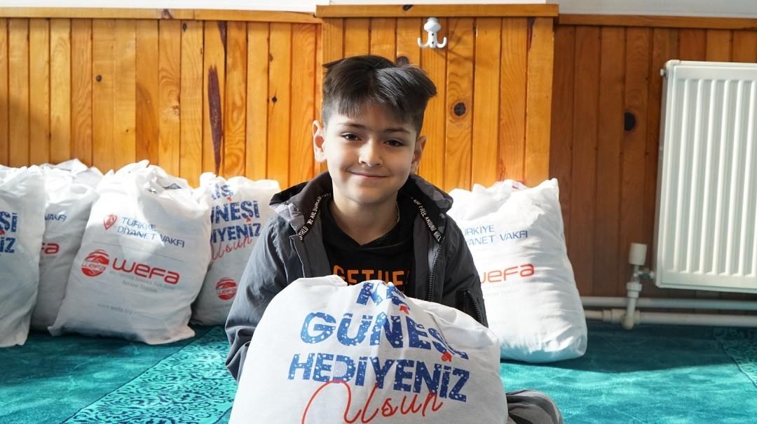 Trabzon'da ihtiyaç sahibi çocuklara giyecek yardımı