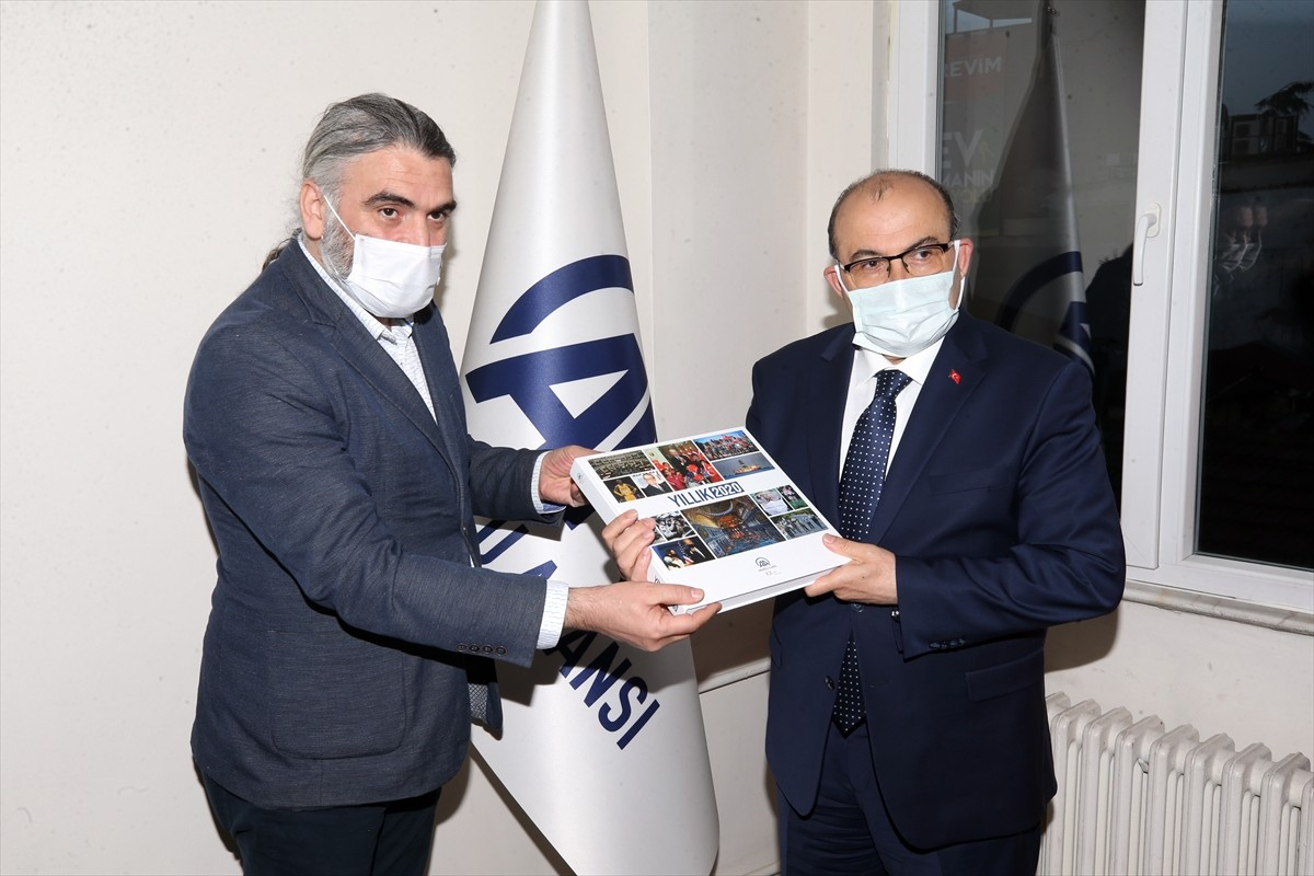 Trabzon Valisi Ustaoğlu, AA'nın 101. kuruluş yıl dönümünü kutladı
