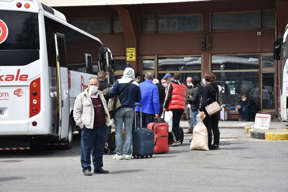 """Trabzon'da """"tam kapanma"""" öncesinde vatandaşlar yoğunluk oluşturdu"""