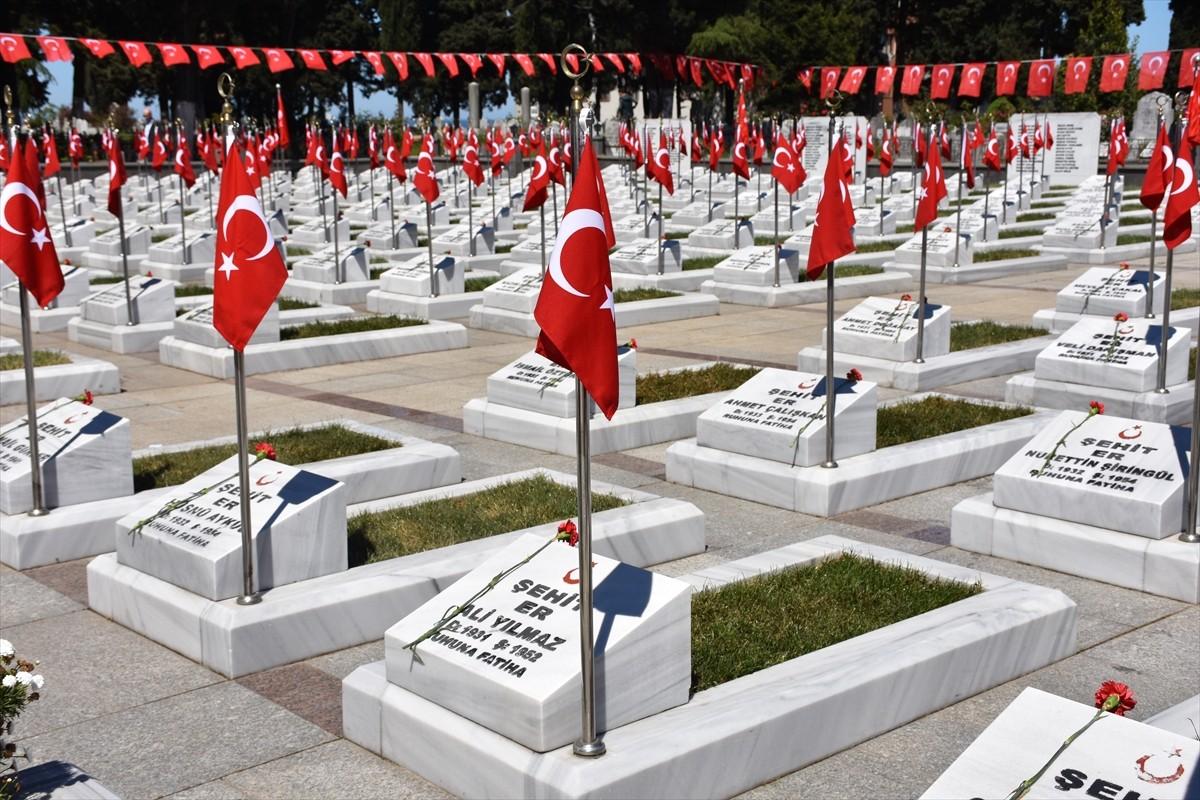 Trabzon'da şehit aileleri, şehitlikleri ziyaret etti