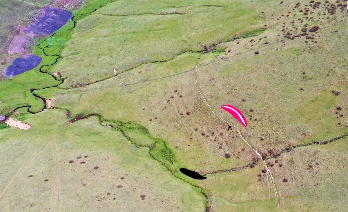 """""""Kırsaldan Gökyüzüne"""" projesini bitiren gençler, yamaç paraşütü pilotu oldu"""