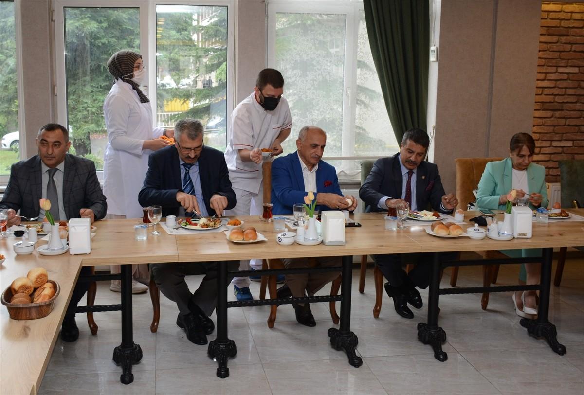 Trabzon'da dezavantajlı gençler mutfak elemanı kursuna katıldı