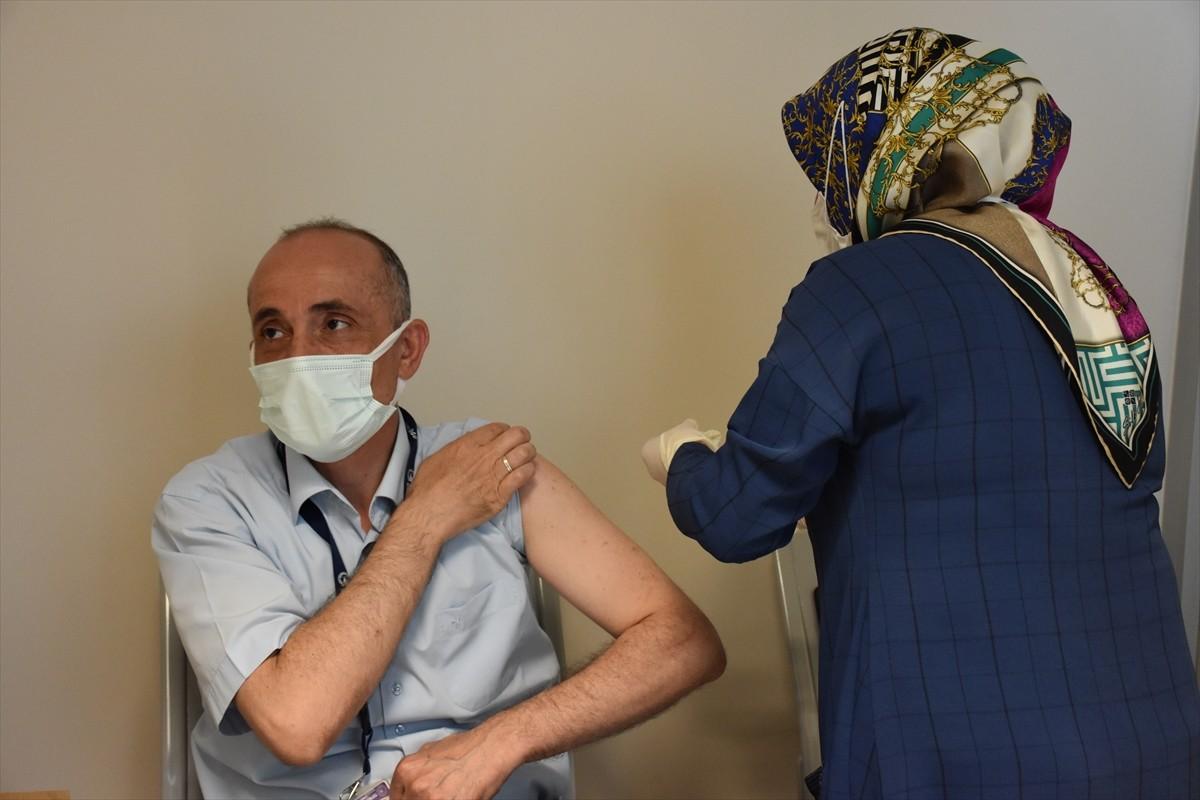 Trabzon Havalimanı'nda Kovid-19 aşısı yapılmaya başlandı