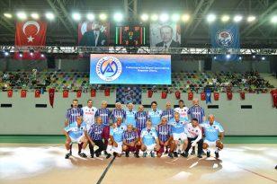 """Trabzon'da Özkan Sümer'in anısına düzenlenen """"Efsanelerle Yeniden"""" futbol turnuvası sona erdi"""