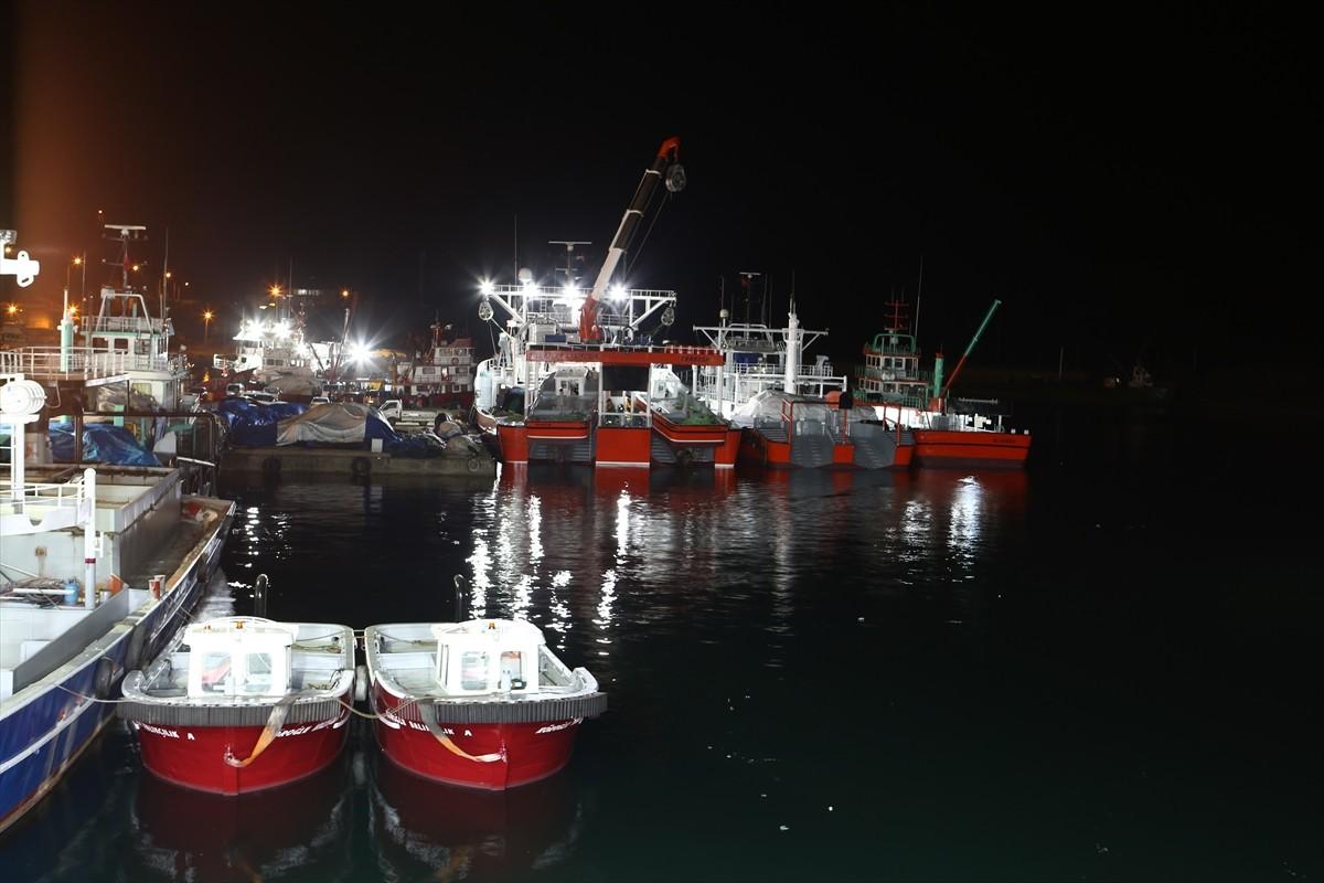 """Trabzon'da av sezonu için """"vira bismillah"""" diyen balıkçılar dualarla Karadeniz'e açıldı"""