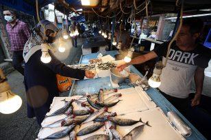 Trabzon'da balık tezgahlarında palamut ve istavrit bolluğu yaşanıyor