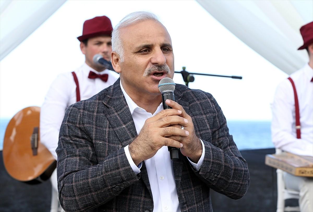 Trabzon'da 35 bin metrekarelik alanda düzenleme yapılan Yalıncak sahili hizmete açıldı