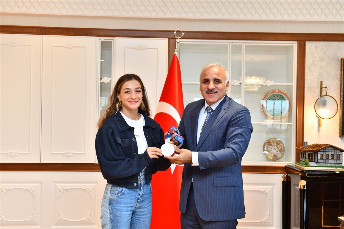 Milli boksör Çakıroğlu'ndan Trabzon'da Ustaoğlu ve Zorluoğlu'na ziyaret